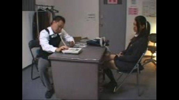 淫乱スレンダーの小澤マリアが万引が店長にバレてバックから激しくピストンされる