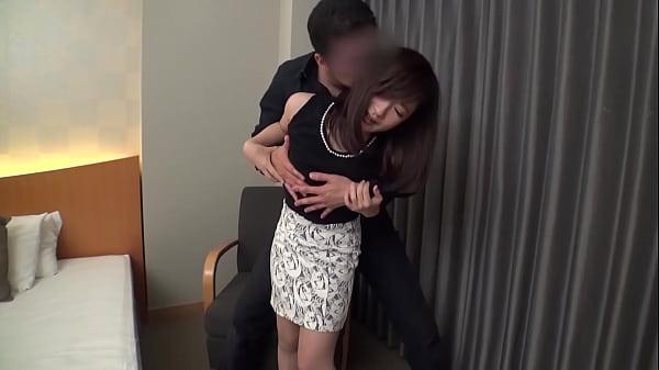 ホテルの部屋で黒髪美人とラブラブのぐちょぐちょSEXです