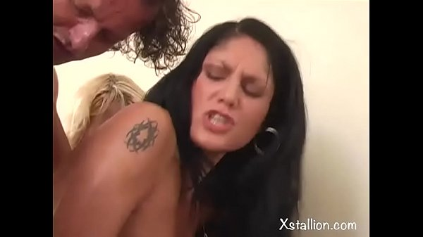 Double penetration of a single whore Vol. 12