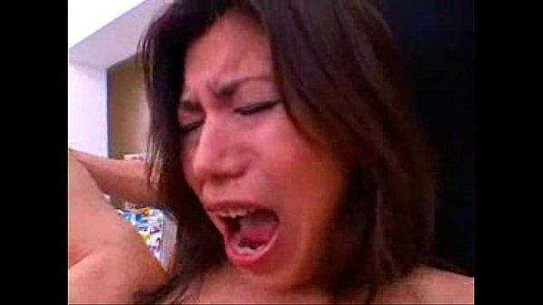 体は細いけど巨乳のお姉さんを営業中のコンビニでイラマチオ&立ちバックレイプする鬼畜男の映像