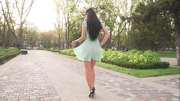 Прозрачное платье видео лесбиянки