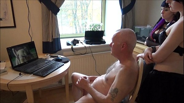 Писающие молодые обнаженные девушки с парнями видео
