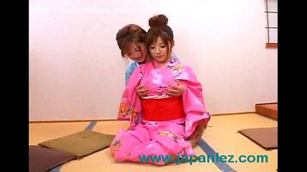 ギャル風の浴衣娘たちが和室で耳かきからのイチャつきはじめるレズプレイでごんす素人|イクイク日本人エロ動画  の画像