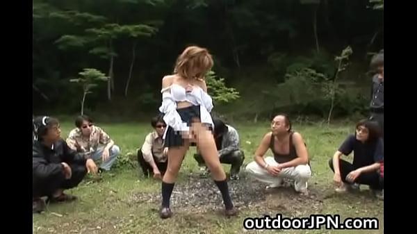 【レイプ】野外で集団輪姦されるギャルJK