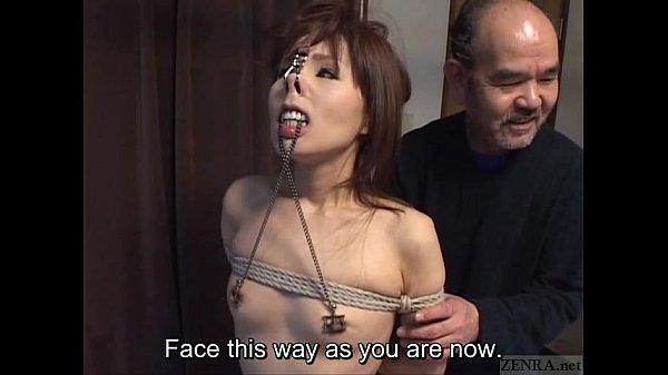 鼻フックつけられて調教される人妻さん