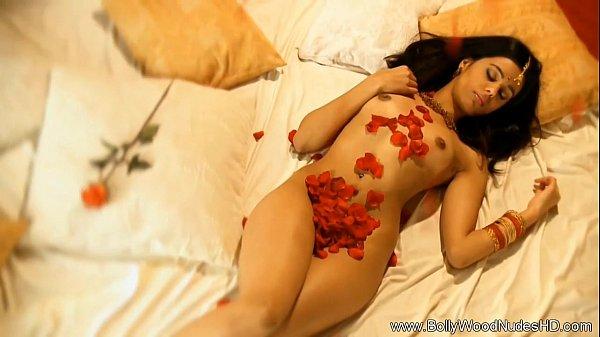 【】インド系美人の幻想的なヌードイメージビデオ  の画像