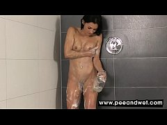 Babe Soaps Up Then Pours Pee All Over Herself