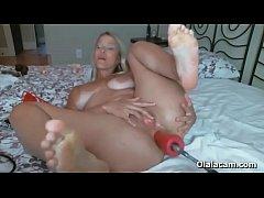 Dirty blond slut using fucking machine to destroy her ass - Olalacam