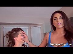 Size Comparison - Bailey Paige / Jasmine Mendez