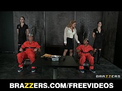 Two death row inmates get one last threesome wi...