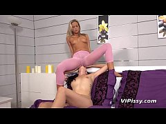 Hot babes pee their pantyhose during lesbian to...