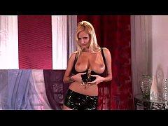 Zuzana Drabinova striptease 1
