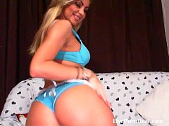 gorgeous blonde pleasuring her hot pussy(1).flv