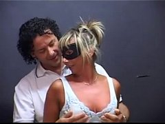 WHO IS THIS GIRL ? ITALIAN MATURE GANGBANG