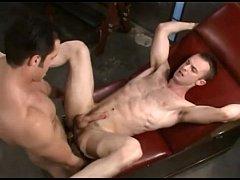 Filme porno entre esses musculosos homossexuais na sacanagem