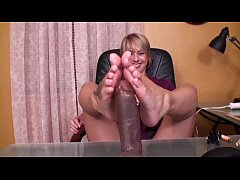 footjob undertable
