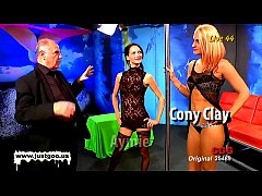 Brunette Aymie and blondie Cony loves to be use...