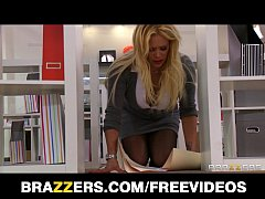 Office slut Shyla Stylez gets a good fuck to re...