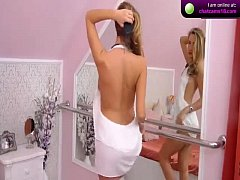 Attractive babe RavishingArianna on webcam