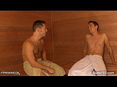 Safados metendo gostoso na sauna