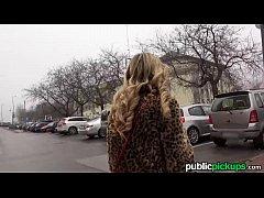 Romanca matura este turista in italia si se fute cu ghidul