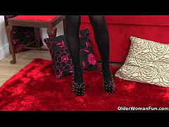 British milf Diana plays with her nipples and p...