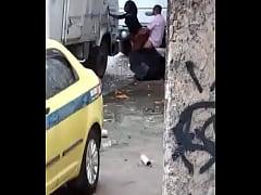Flagrante, taxista fodendo morena atrás do caminhão no meio da rua - caiuwhatsapp