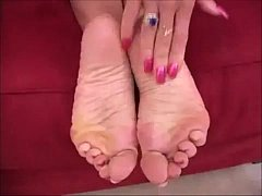 Rub your cock on my soles!