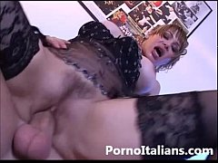 Pompino e Sesso Anale in Porno Italiano - Blowj...