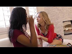 Karla Kush and Daya Knight having some lesbian fun
