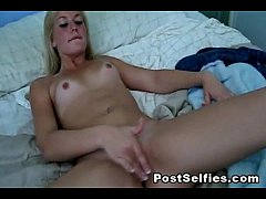 Naughty Blonde Babe Leanna Leigh Rubs Off Her Twat