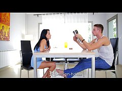 Passion-HD - Babe Lexi Dona is looking for her ...
