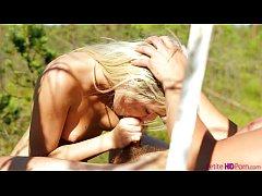 Γαμήσι στο πάρκο και χύσια στο στόμα (8 min)