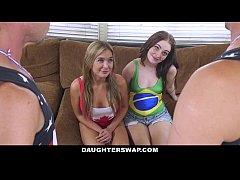 Duas bucetas de brasileiras recebendo pica de gringo