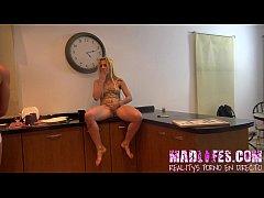 MadLifes.com - Reality show porno español. Squirting de Rene a Yarisa