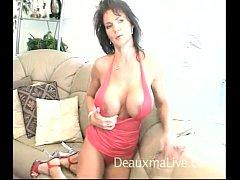 Mature pornstar giving a sensual interview p02
