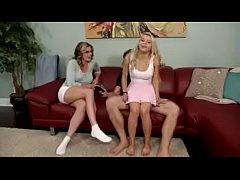 Se folla a su cuñada en el sillón y disimulan