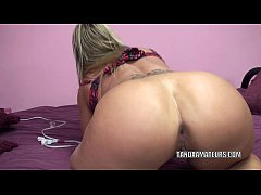 Horny housewife Skylar Rae pounds her ass with ...