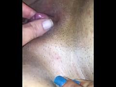 Rubbin big clit