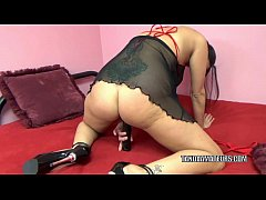 Busty MILF Lavender Rayne is playing with a big...
