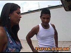 Video porno brasileiro morena gostosa pede ajuda com carro e acaba entrando na piroca