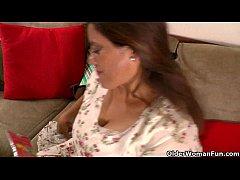Latina gilfs Rosaly and Gloria finger their pan...