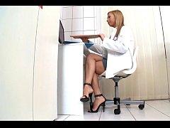Doctora fututa de pacient in cabinetul ei