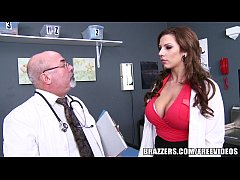 Médico comendo a enfermeira gostosa
