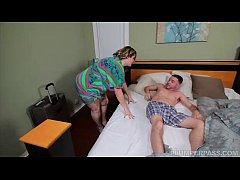 Mãe acordando o filho pro sexo