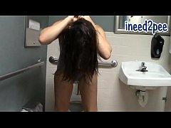 Sinn Sage wetting her jeans spandex & panties o...