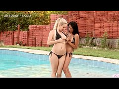 Lesbo blonde licks GFs peachy snatch by the pool