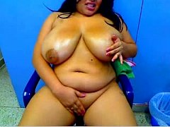Lovely chick dazzles with juicy and wicked oral