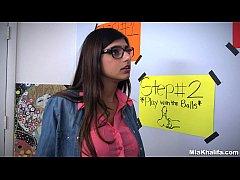 Mia Khalifa no porno ensinado sua irmã a chupar
