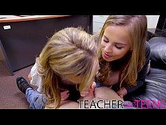 Δυο μουναρες μαθητριες τσιμπουκωνουν και γαμιουνται με τον δασκαλο τους και χυνουν απο οργασμο